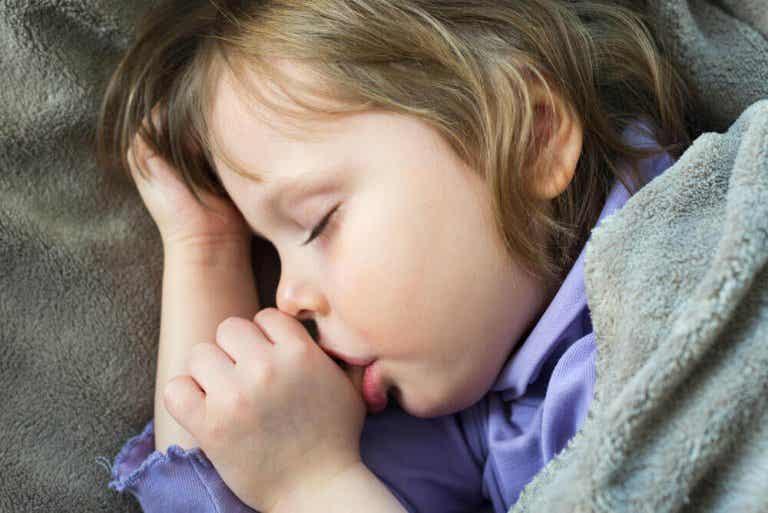 4 tips hoe je kinderen kan laten ophouden met op hun duim zuigen