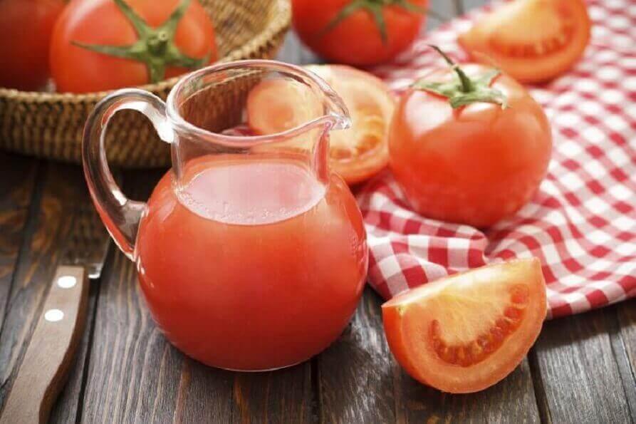 Tomatensap is een perfecte aanvulling voor vetarme detox-diëten