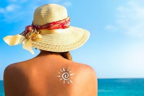 Zonnebaden, want vitamine D is een van de vitamines die niet in je dieet mogen ontbreken
