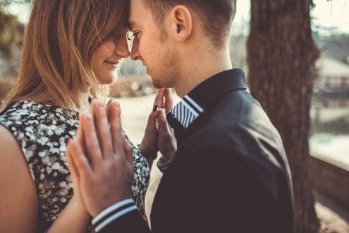 De vijf liefdestalen helpen je je partner te begrijpen