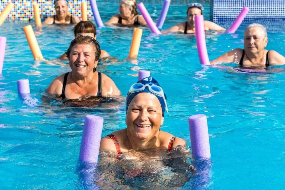 Senioren doen aquarobic