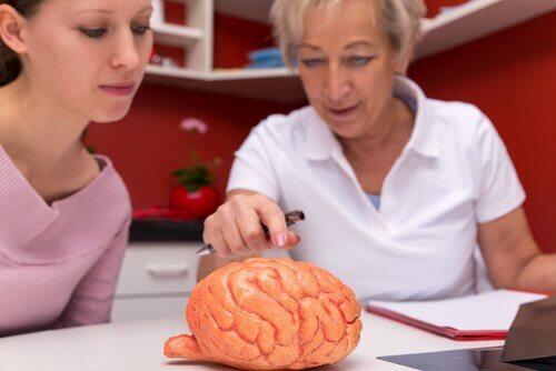 Kunst-hersenen op dokterstafel