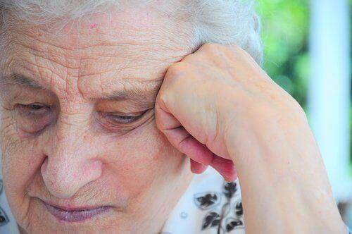 Oudere vrouw met een depressie