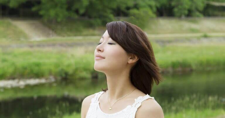 Japanse dame in de natuur