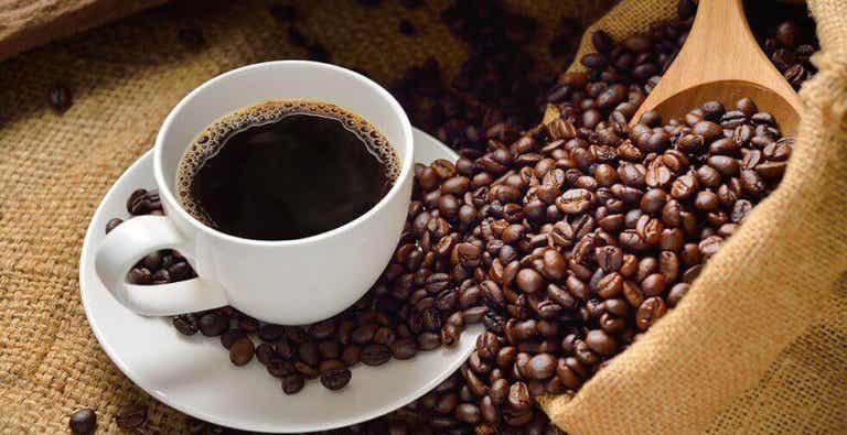 Wat zijn de voor- en nadelen van het drinken van koffie?