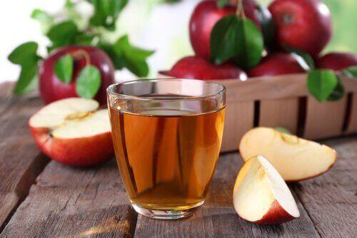 Ontdoe je van geur van zweetvoeten met appelazijn