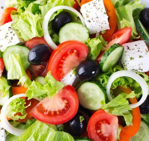 Gezond eten met kerstmis met hulp van een salade