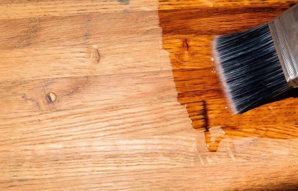 Vloeibare was en olie om je houten vloer te sealen