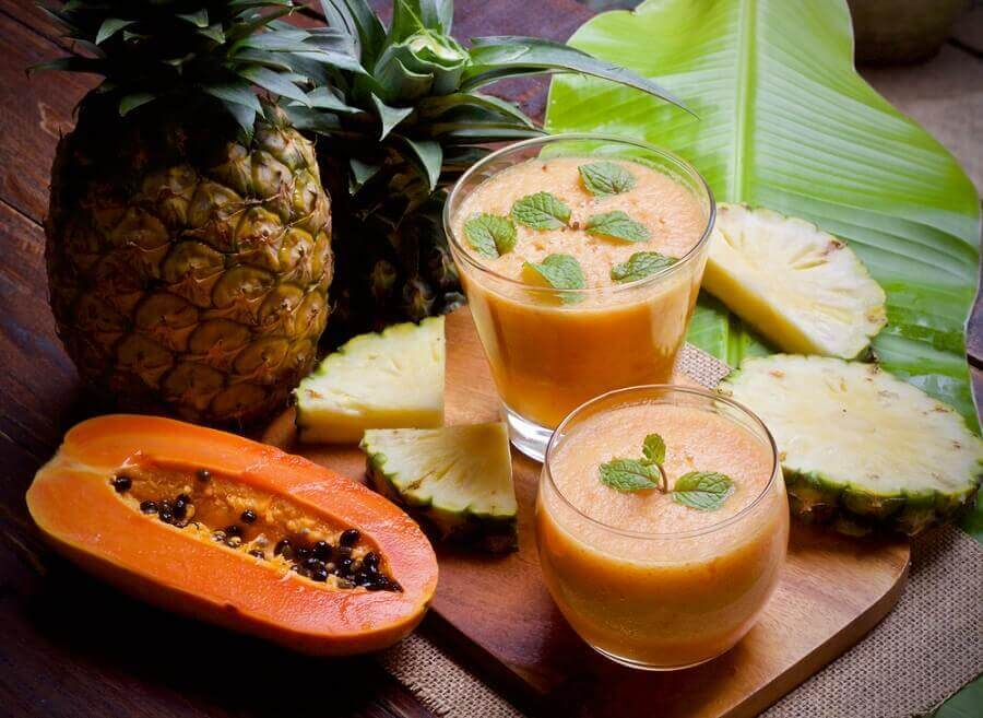 Smoothie van papaja en ananas