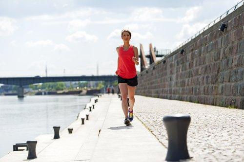 Ga bewegen om het premenstrueel syndroom aan te pakken