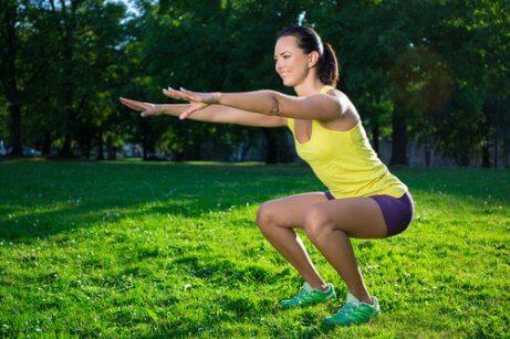 De beste squattrainingen voor de benen: de basissquat