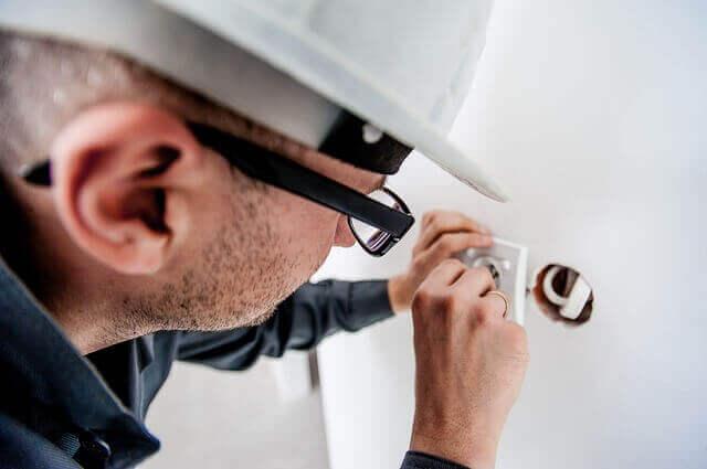 Elektriciteitsrekening laten dalen door een deskundige in te schakelen