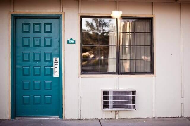 Elektriciteitsrekening laten dalen door ramen en deuren te isoleren