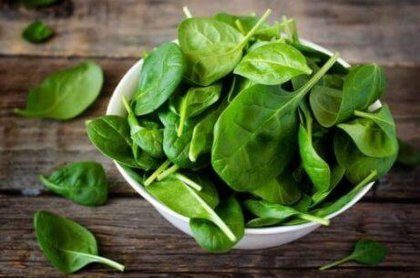 Groene bladgroenten voor een goed gezichtsvermogen