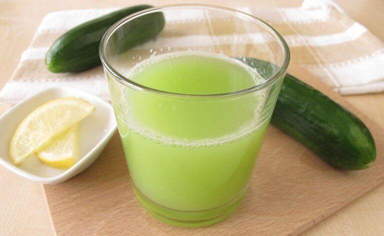 Drinken van komkommersap