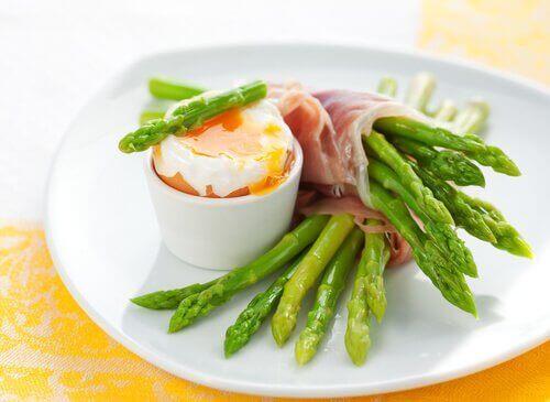 8 fantastische gezonde positieve effecten van asperge