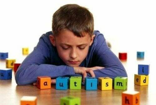 De vijf meest voorkomende tekenen van autisme
