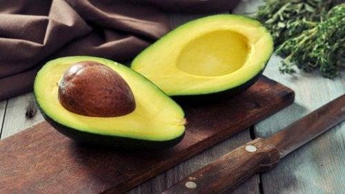 Avocado helpt tegen droge en gebarsten huid
