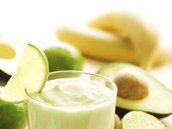 Smoothies met avocado en banaan