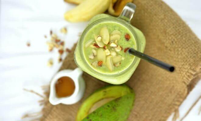 Smoothies met avocado en noten