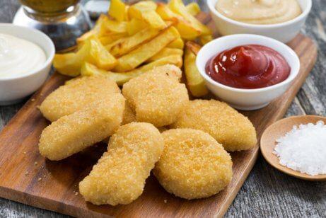 Kipnuggets zijn te vermijden ongezonde voedingsmiddelen