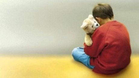 Gevoeligheid voor geluiden is één van de tekenen van autisme