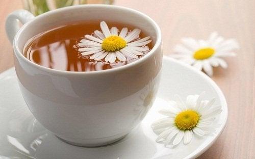 Kamille en gemberthee helpt tegen winderigheid