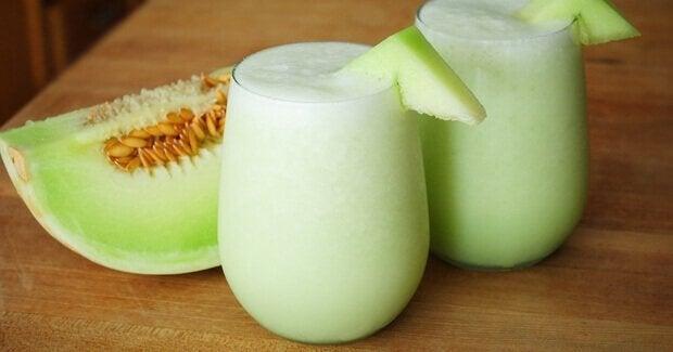 Natuurlijke remedies met meloen, zoals smoothies