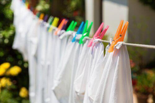 Natte kleren kan je beter buiten drogen
