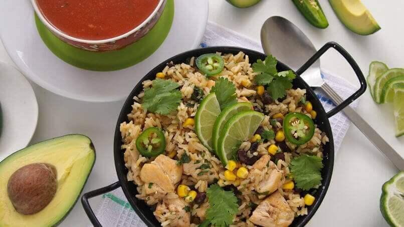 Rijstgerecht met groene rijst