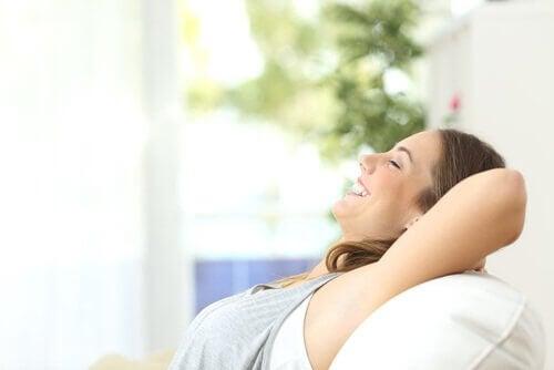 Vrouw heeft routine om beter te slapen
