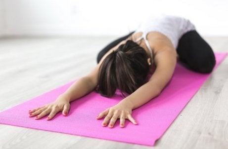 Yoga voor de verlichting van rugpijn