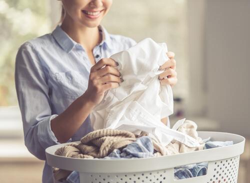 Olievlekken uit kleding verwijderen met deze zes trucjes