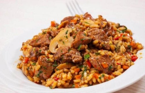 Probeer dit recept voor Chinese rijst met kip en honing