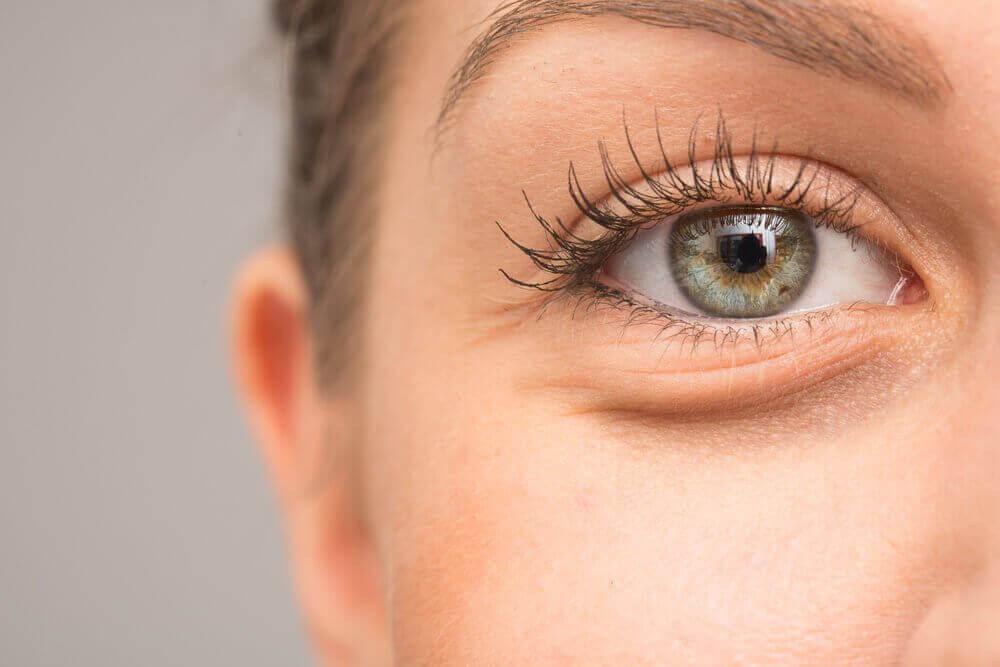 7 mogelijke redenen waarom je ogen opzwellen