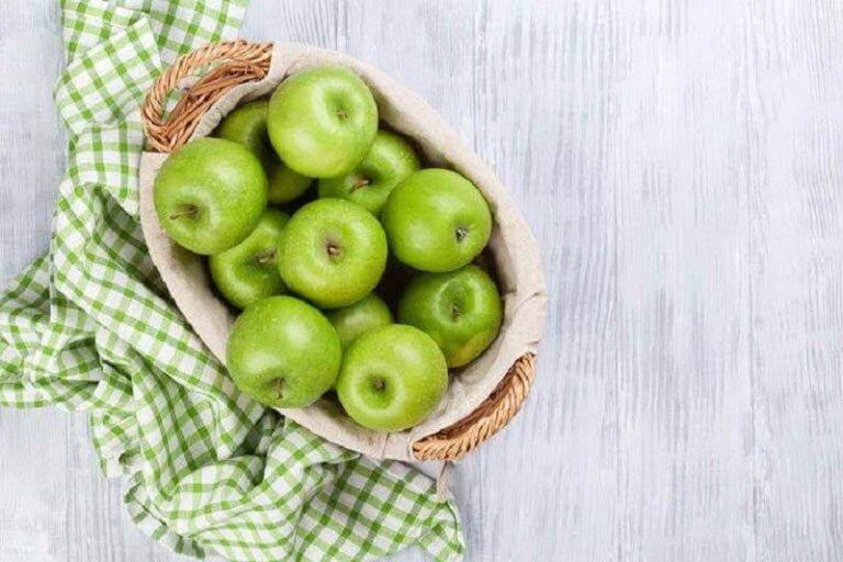 Detox-salades met appel voor het reinigen van de dikke darm