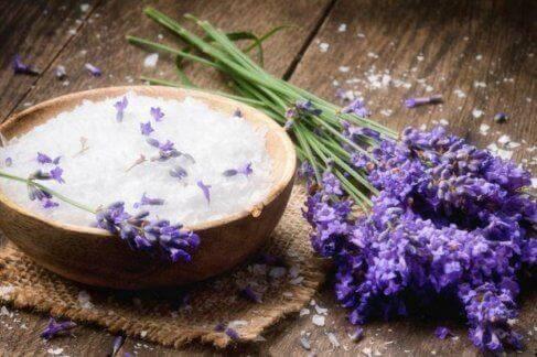 Exfoliërende bodyscrubs voor de droge huid met lavendel