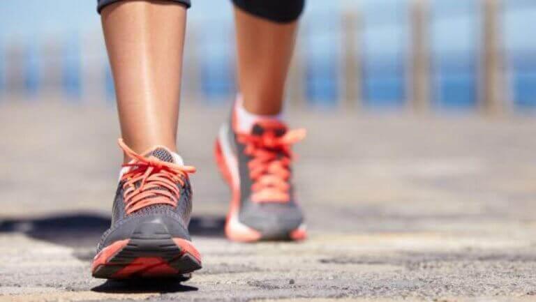 Hoe artritis bestrijden met natuurlijke remedies zoals wandelen