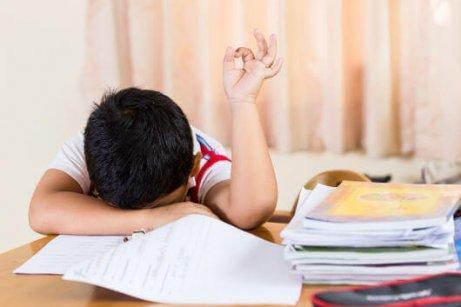 Laat naar bed gaan veroorzaakt vermoeidheid