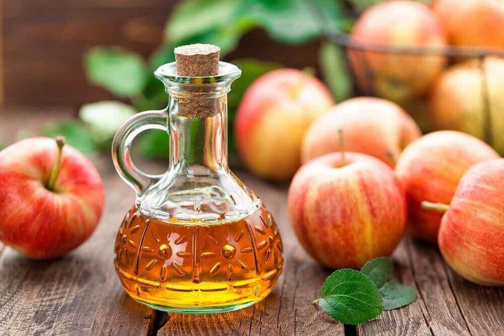 Kroezig haar voorkomen met appelazijn