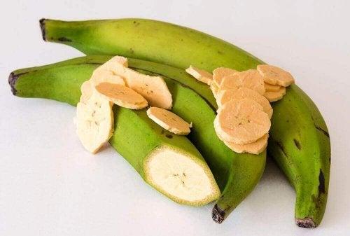 Patacones wordt van groene bakbananen gemaakt
