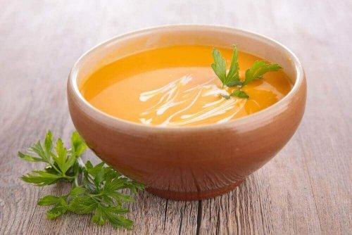 Gebonden wortelsoep klaarmaken op 2 gemakkelijke manieren