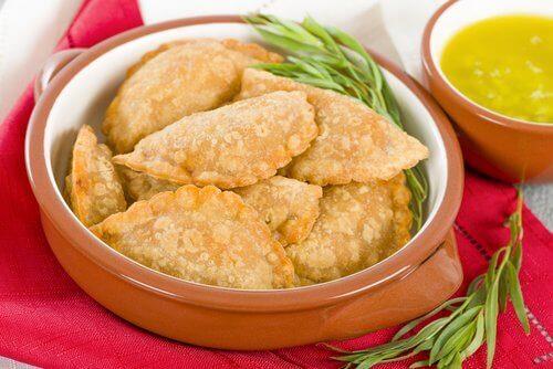 Gefrituurde mini-empanadas