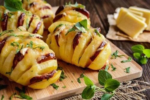 Probeer deze heerlijke aardappelen met chorizo en kaas