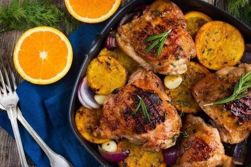 Heerlijke gebakken kip met sinaasappel en rozemarijn