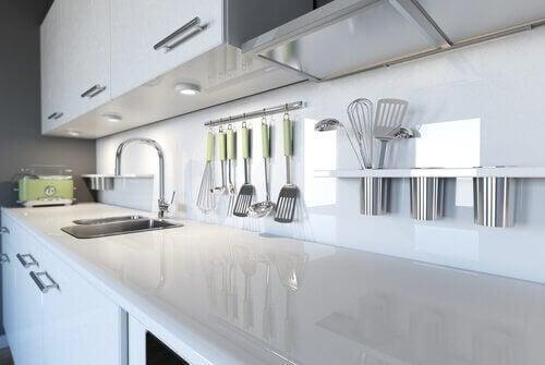 Vijf manieren om je keuken brandschoon te houden