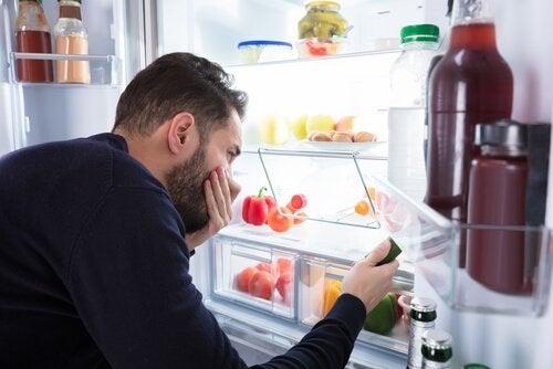 Nare geurtjes in de koelkast