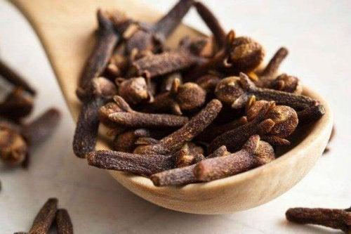 Kruidnagels kunnen gebruikt worden in tal van natuurlijke remedies