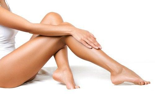 Vrouw met strakke, mooie benen
