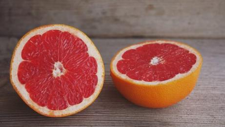 Diabetes voorkomen: opengesneden grapefruit